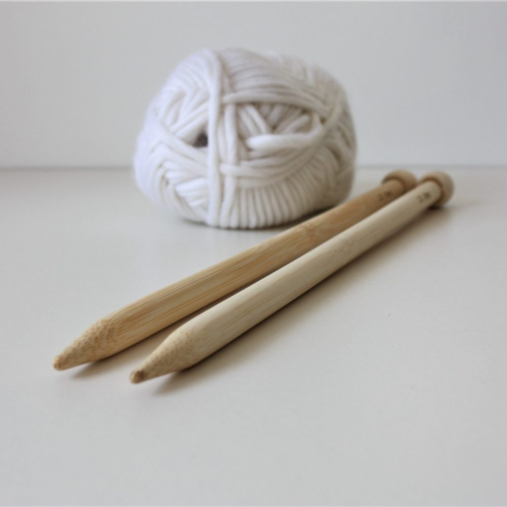 Knitting needles with white yarn